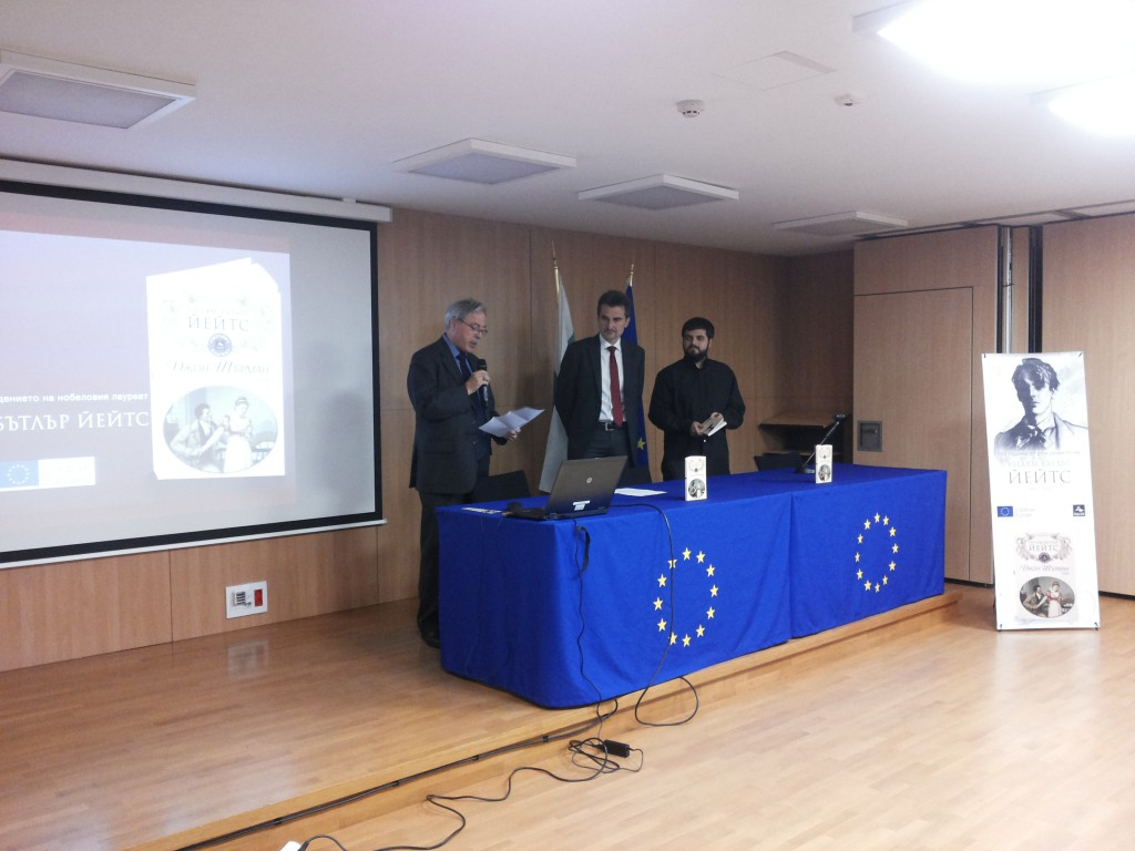 Ambassador Biggar (left) reads an excerpt from John Sherman, in the company of Plamen Totev and Emil Minchev (right).