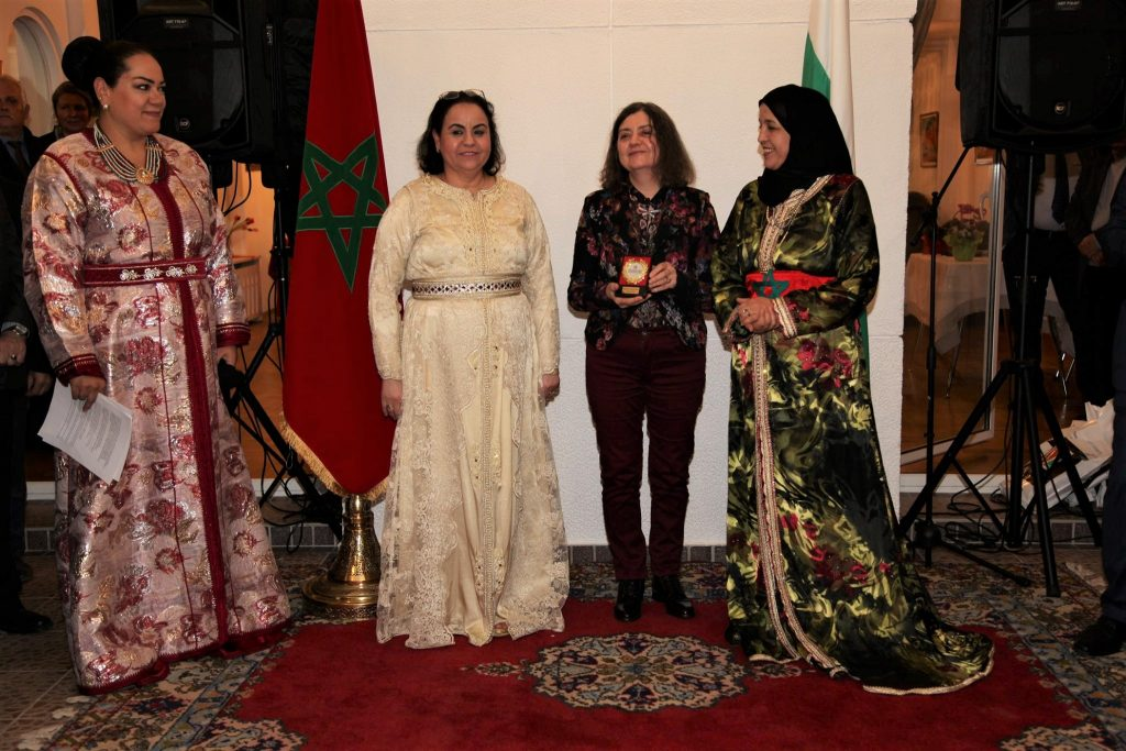 Gergina Dvoretska, President of the Europe and World Foundation, receives the award of the Moroccan Council of the World at the residence of HE. Zakia El Midaoui (left)